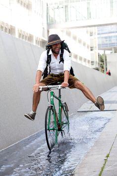 joyeux et à vélo