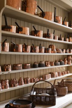 (via Artichoke designs period English luxury bespoke kitchens – Somerset, London, UK)
