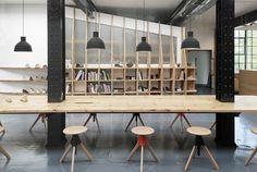 Pin Veredas Arquitetura----- www.veredas.arq.br----- Inspiração Galeria de Estúdio de Design Clarks Originals / Arro Studio - 25