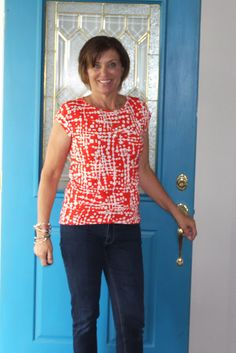 Girls in the Garden - Kirsten Kimono Tee in red print from Mood Fabrics