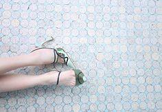 O primeiro Dior shoes a gente nunca esquece. Perceberam que um salto é diferente do outro? O achado foi na @saxdepartment, no Paraguay 😱😍 #Dior #newin #sax #diirshoes #scarpin #loveit foto: @rafaeleuterio