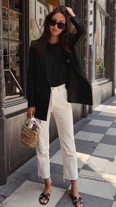 schick in hosenanzug und pantoffeln - - Ch. - schick in hosenanzug und pantoffeln – – Check more at beutel.si… Source by beutelfotos Source by mnurbanukoroglu - Outfit Chic, Outfit Jeans, Elegant Outfit, Blazer Outfits, Sneaker Outfits, Outfit Work, Chic Dress, Jean Outfits, Mode Outfits