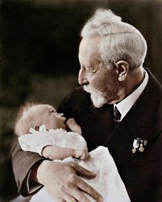 Kaiser and his great-grandson Prince Friedrich Wilhelm, born. 9 II Prince Friedrich Wilhelm, the eldest son of Prince Louis Ferdinand and Princess. Kaiser and his great-grandson Wilhelm Ii, Kaiser Wilhelm, Victoria And Albert, Queen Victoria, Neues Palais, German Royal Family, Germany And Prussia, King Of Prussia, Cultura General