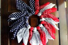 Patriotic Wreath from Bandannas - The Country Chic Cottage Patriotic Bunting, Patriotic Crafts, Patriotic Wreath, Patriotic Decorations, Diy Party Decorations, 4th Of July Wreath, Flag Wreath, Holiday Wreaths, Holiday Crafts