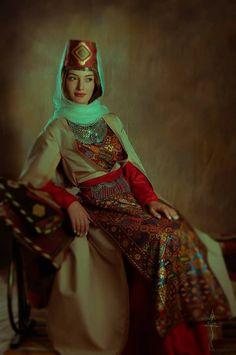Armenian History, Armenian Culture, Armenian Food, Armenia Azerbaijan, Beautiful Costumes, Historical Clothing, Folk Clothing, Folk Costume, Famous Women