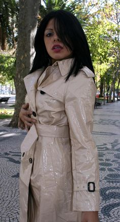 Vinyl Raincoat, Pvc Raincoat, Raincoat Jacket, Rain Fashion, Latex Lady, Rubber Raincoats, Latex Dress, Raincoats For Women, Rain Wear