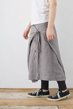 SARAXJIJI フォールドスカート(リンクルリネン2色) Clothes Crafts, Sewing Clothes, Dress Clothes, Maxi Skirt Tutorial, Fashion Pants, Fashion Outfits, Tie Skirt, Apron Dress, Pattern Draping