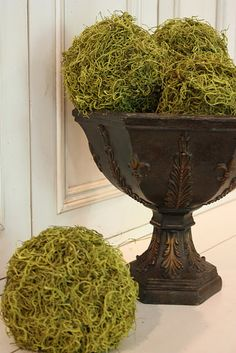 homemade moss balls...definitely going to do this for the spring.