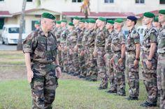 Visite du général commandant la Légion étrangère