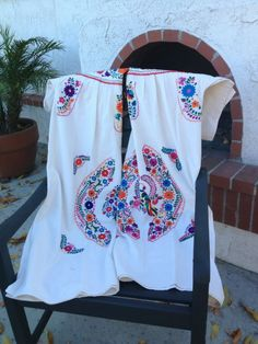 Multi colored embroidery on Creme colored linen dressSize Large Made in Oaxaca, Mexico. If you want to know more about sizing, there is a tab on the top of the page that reads Sizing Info. You can also email me with sizing concerns