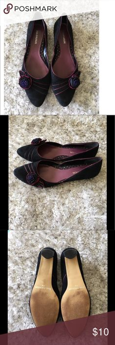 Enzo Angiolini Black Floral Accent Shoes Size 7 Black shoes by Enzo Angiolini. Has purple and magenta accent across top with Florette.  Shoes are flats with a kitten type heel but it's only a smidge higher then rest of shoe.  Size 7.  Overall good condition.  Important:   All items are freshly laundered as applicable prior to shipping (new items and shoes excluded).  Not all my items are from pet/smoke free homes.  Price is reduced to reflect this!   Thank you for looking! Enzo Angiolini…