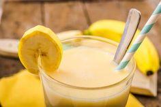 El plátano es un excelente complemento de tu dieta para perder de peso y mejorar tu salud Te compartimos 3 batidos quema - grasas con plátano.