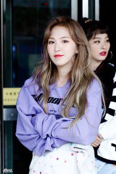 Red Velvet- Wendy and Seulgi Seulgi, Wendy Red Velvet, Red Velvet Irene, Ulzzang, Purple Crop Top, Velvet Fashion, Kpop Fashion, Airport Fashion, Korean Fashion