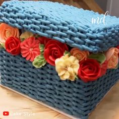 This flower basket cake is too pretty to eat! Credit: Cake Style This flower basket cake is too pretty to eat! Easy Vanilla Cake Recipe, Easy Cake Recipes, Homemade Vanilla, Cake Decorating Videos, Cake Decorating Techniques, Pretty Cakes, Beautiful Cakes, Flower Basket Cake, Cake Basket