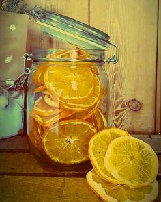 Www.greenbeeryaziendaagricola.com #arance #vitaminac #driedfruit #orange #inverno #barattolodivetro #naturalsnack #naturalfood