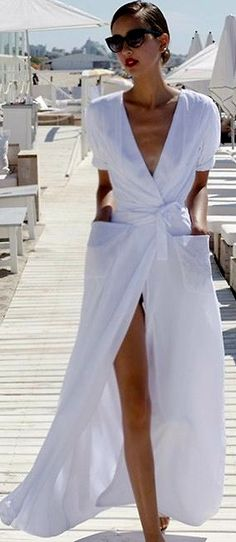 Maxi dresses and skirts / karen cox. white maxi dress for summer Looks Street Style, Looks Style, White Fashion, Look Fashion, Runway Fashion, Dubai Fashion, Beach Fashion, Trendy Fashion, Fashion Details