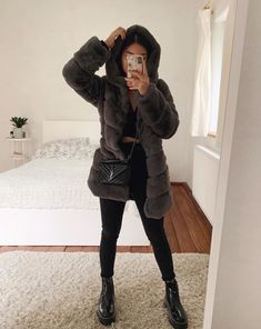 15 Things Stylish Women Do Every Day Winter Mode Outfits, Fall Outfits For Work, Basic Outfits, Casual Fall Outfits, Winter Fashion Outfits, Simple Outfits, Cute Fashion, Cute Comfy Outfits, Pretty Outfits