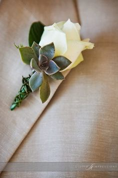 Boutonieres and Wedding Flowers To Wear