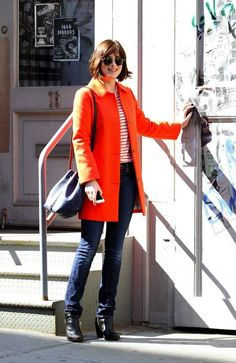 Bildergebnis für dakota johnson how to be single outfits Dakota Johnson, How To Be Single, Color Naranja, Short Hair Styles, Toms, Stripes, Leather Jacket, Street Style, Style Inspiration