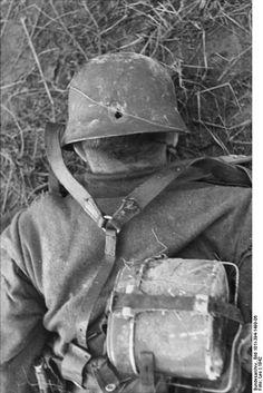 File:Bundesarchiv Bild 101I-394-1499-06, Russland, gefallener deutscher Soldat.jpg