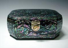 Boîte à Bijoux Recouverte de Nacre Rare Artisanat Corée Tradition Haute Qualité Antique Alive http://www.amazon.fr/dp/B004HYK2BC/ref=cm_sw_r_pi_dp_xeGyub1F4419E
