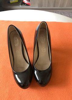 Kupuj mé předměty na #vinted http://www.vinted.cz/damske-boty/vysoke-podpatky/17745891-cerne-leskle-boty-na-podpatku