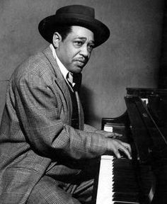 Ellington Jazz great Duke Ellington at the piano- playing one of his songs for jazz band on the piano! So much fun!Jazz great Duke Ellington at the piano- playing one of his songs for jazz band on the piano! So much fun! Piano Jazz, I Love Music, Music Is Life, Good Music, Duke Ellington, Soul Musik, Jazz Band, Jazz Musicians, Rock Music
