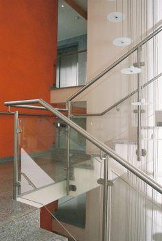 moderne innentreppe design metall schwarze stufen gel nder. Black Bedroom Furniture Sets. Home Design Ideas