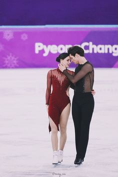 Full credits to owner Figure Skating Olympics, Figure Skating Outfits, Virtue And Moir, Tessa Virtue Scott Moir, Roller Skating, Ice Skating, Athlete Costume, Tessa And Scott, Spin Out