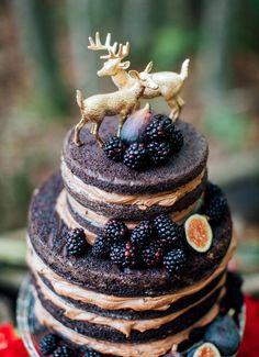 Wedding cake inspiration, wedding cake ideas for autumn wedding. Naked chocolate cake with blackberries and figs.
