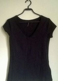 Kup mój przedmiot na #vintedpl http://www.vinted.pl/damska-odziez/koszulki-z-krotkim-rekawem-t-shirty/10182126-czarna-bluzeczka-t-shirt-krotki-rekaw