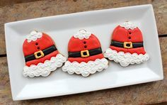 How to decorate these super cute Santa Bell-y Cookies with icing from lifesabatch.com