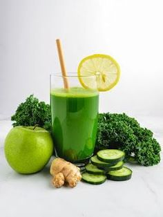Green Smoothies are packed with fiber, protein and other essential nutrients. Try these easy tips to make vegetable healthy breakfast smoothies. Detox Diet Drinks, Juice Cleanse Recipes, Detox Juice Cleanse, Natural Detox Drinks, Green Juice Recipes, Smoothie Detox, Healthy Smoothies, Detox Juices, Detox Recipes