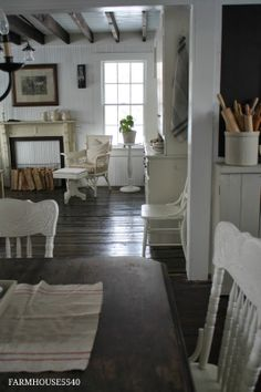 In the novel Shabby Chic at Heart, Tara would love a Shabby Chic farmhouse style like this. www.authorkirstenfullmer.com