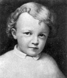 Vladimir Lennin is geboren op 22 april 1870 en heette eigenlijk Vladimir lljitsj Oeljanov. Lennin was eigenlijk een schuilnaam en kwam van de rivier Lena. Vladimir Lennin was de stichter van de communisctische Sovjet-Unie.