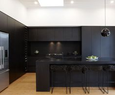 A matte black kitchen makes a bold statement in this Auckland villa We love these black cabinets! Black Kitchen Cabinets, Kitchen Cabinet Design, Black Kitchens, Modern Kitchen Design, Interior Design Kitchen, Kitchen Black, Gloss Kitchen, Bulkhead Kitchen, White Cabinets