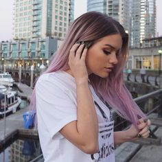 Image discovered by ✔ MaqafA ✔. Find images and videos about girl, hairstyle and pink hair on We Heart It - the app to get lost in what you love. Pink Ombre Hair, Pastel Pink Hair, Lilac Hair, Hair Color Purple, Cool Hair Color, Long Pink Hair, Purple Lilac, Green Hair, Blue Hair
