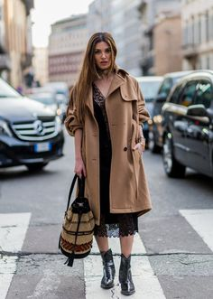 Pin for Later: Ciao, Bella! Die besten Street Style Looks aus Mailand Street Style Milan Fashion Week Februar 2016 Negin Mirsalehi in einem Kleid von Alberta Ferretti