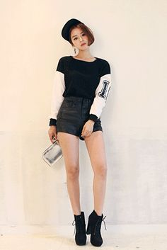 Today's Hot Pick :スリーブ切替ベーシックトップス http://fashionstylep.com/SFSELFAA0023274/insang1jp/out スリーブのナンバリングロゴが程よいスパイスをプラスしてくれるスポーティーTシャツが登場です★ 少しドロップされたショルダーラインからの配色切り替えが、一見重ね着のように見える個性的なデザイン。 袖口のリブ使いや裾スリット、程よい開き具合のラウンドネックなど、細部のディテールまでこだわった一枚です。 身長によって着丈感が異なりますので下記の詳細サイズを参考にしてください。 ◆色: ブラック
