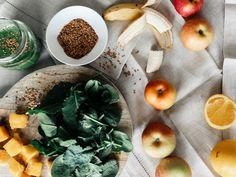 Chriselle Factor Smoothie: Kale, Spinach, Mango, Apple/Banana, Lemon Juice, Water, Flaxseed
