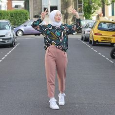 Instagram photo by @safiyahhh (Safiyah El-Houdaigui) | Iconosquare Modern Hijab Fashion, Street Hijab Fashion, Hijab Fashion Inspiration, Trend Fashion, Islamic Fashion, Muslim Fashion, Modest Fashion, Fashion Outfits, Casual Hijab Outfit