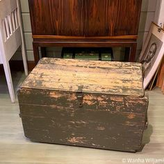 Armeijan vanha kuljetuslaatikko. Rustiikkinen vihreä maalipinta. | Wanha Wiljami