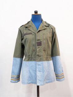 Veste vintage militaire kaki upcycled par une créatrice de mode. Vêtement upcycling unique