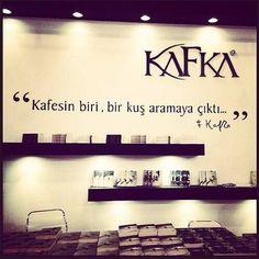 Kafesin biri, bir kuş aramaya çıktı... - Franz Kafka