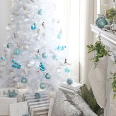 Learn how to make this easy, beautiful DIY ice skate wreath to add festive decor to your home for Christmas and winter! Festival Decorations, Christmas Tree Decorations, Holiday Decor, Turquoise Christmas, Christmas Home, Merry Christmas, White Christmas, Holiday Break, Diy Home Decor Projects