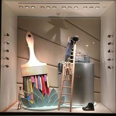 Fabulous holiday 2015 Hermes window display at the Americana shopping center in Manhasset, NY features Hermes ties as the bristles in a paint brush. Window Display Design, Store Window Displays, Retail Displays, Visual Merchandising Displays, Visual Display, Retail Windows, Store Windows, Hermes Window, Vitrine Design