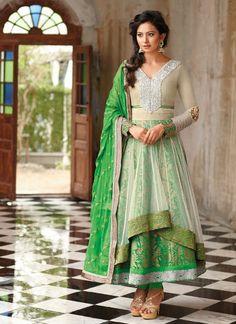 Looking to buy Anarkali online? ✓ Buy the latest designer Anarkali suits at Lashkaraa, with a variety of long Anarkali suits, party wear & Anarkali dresses! Indian Salwar Kameez, Salwar Kameez Online, Indian Sarees, Indian Anarkali, Pakistani, Designer Salwar Suits, Designer Anarkali, Anarkali Dress, Anarkali Suits