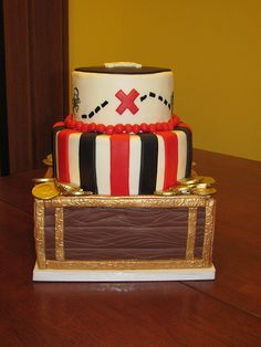 3 tier pirate cake... if i have a little boy i am so doing a pirate theme!!!