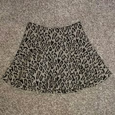 Leopard Print Full Mini Skirt Very chic leopard print skirt. Zips up on the side. Pre owned and in excellent condition. Free People Skirts Midi
