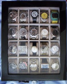 21 Cool Ways To Organize Men Accessories At Home - DigsDigs Fossil Watches, Fine Watches, Watches For Men, Watch Display Case, Watch Storage, Watch Box, Watch Case, Watch Organizer, Black Piano
